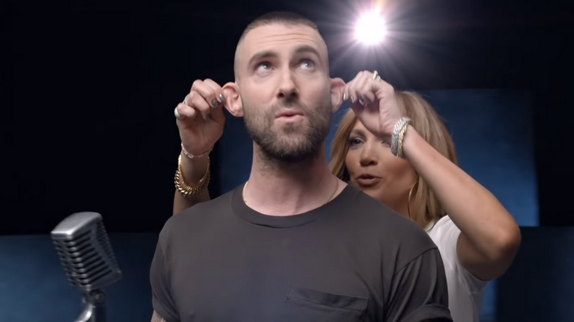 """Maroon 5 Hairstyle: """"Girls Like You"""" : Maroon 5 Et Cardi B Offrent Une"""